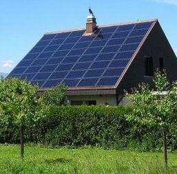 Casa cu instalatie fotovoltaica